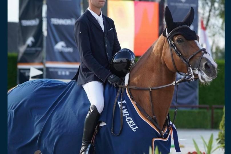 2 horses left Stal Nieuwenhof